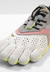 Vibram Fivefingers - Minimalistické běžecké boty - oyster - 5