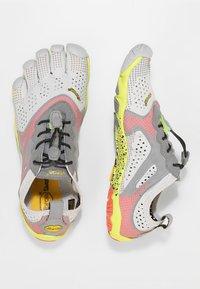 Vibram Fivefingers - Minimalistické běžecké boty - oyster - 1