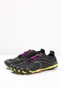Vibram Fivefingers - Minimalistické běžecké boty - black/yellow/purple - 2