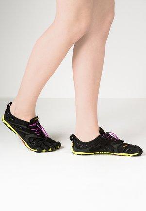 Minimalistické běžecké boty - black/yellow/purple