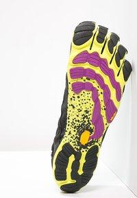 Vibram Fivefingers - Minimalistické běžecké boty - black/yellow/purple - 5