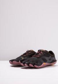 Vibram Fivefingers - Sports shoes - black/rose - 2