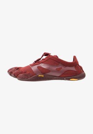 KSO EVO - Minimalistické běžecké boty - burgundy