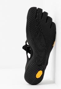 Vibram Fivefingers - V-SOUL - Zapatillas running neutras - black - 4