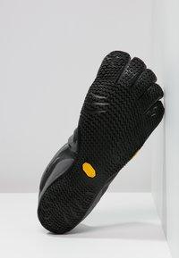 Vibram Fivefingers - KSO EVO - Paljasjalkajuoksukengät - grey/black - 4