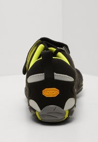 Vibram Fivefingers - V-TRAIN - Sportovní boty - black/green - 3