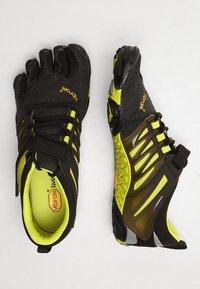 Vibram Fivefingers - V-TRAIN - Sportovní boty - black/green - 1