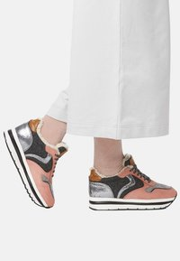 Voile Blanche - Sneakers basse - pink - 0