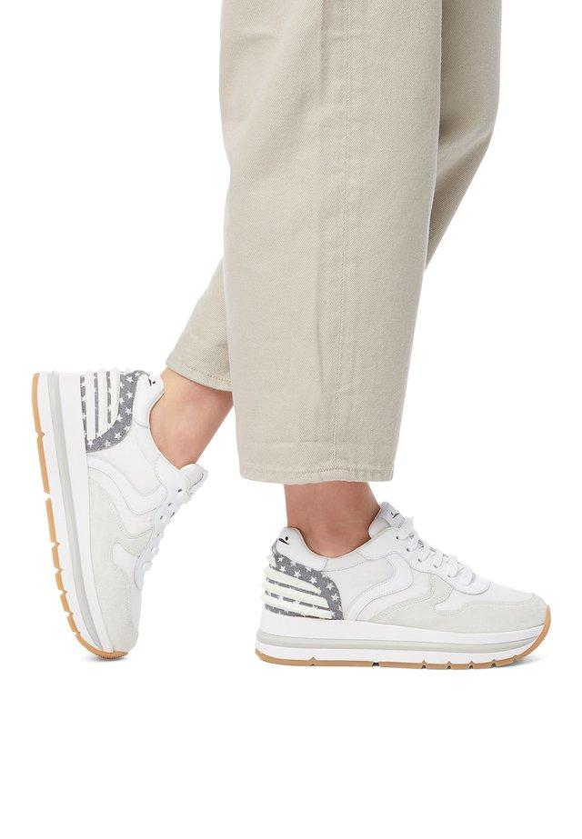 MARAN POWER-SNEAKER AUS VELOURSLEDER UND TECHNISCHEM GEWEBE- - Sneakers basse - white