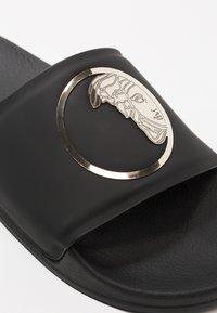 Versace Collection - Sandales de bain - black/gold - 6