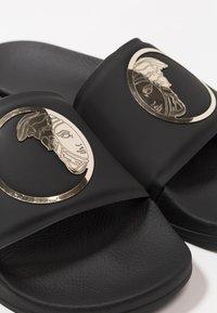 Versace Collection - Sandales de bain - black/gold - 5