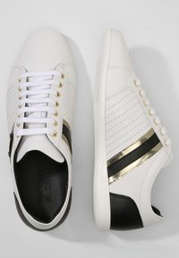 Versace Collection - Baskets basses - white - 1