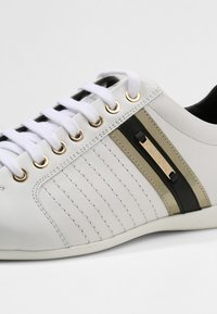 Versace Collection - Baskets basses - white - 5