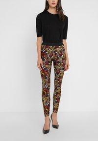 Versace Collection - Leggings - Trousers - scaralatto giallo - 0