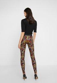 Versace Collection - Leggings - Trousers - scaralatto giallo - 2