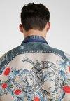 Versace Collection - CAMICIE TESSUTO - Camisa - sabbia  stampa