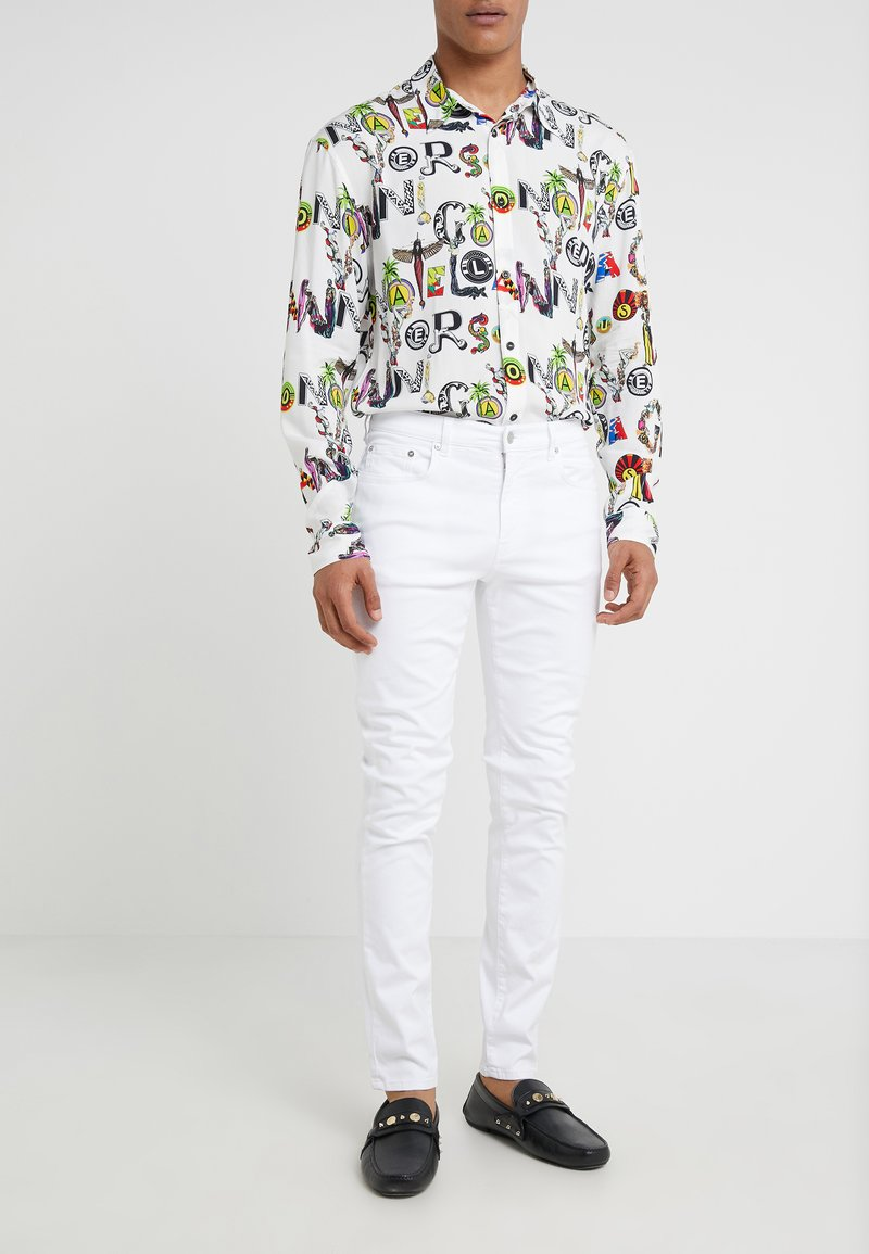 Versace Collection - PANTALONE - Jeans Slim Fit - bianco