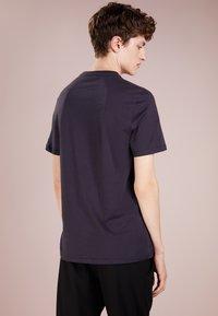 Versace Collection - Camiseta básica - navy/oro - 2