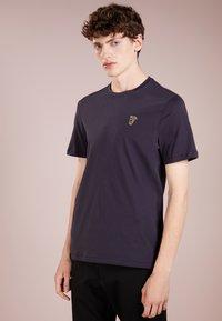 Versace Collection - Camiseta básica - navy/oro - 0