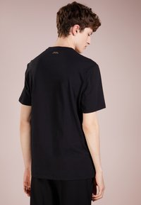 Versace Collection - T-shirt imprimé - nero/oro - 2