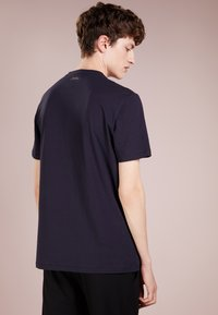 Versace Collection - T-shirt imprimé - blue - 2