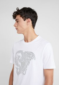 Versace Collection - T-shirts med print - bianco - 3