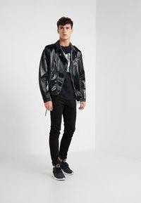 Versace Collection - Camiseta estampada - nero - 1