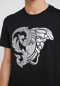 Versace Collection - Camiseta estampada - nero - 4