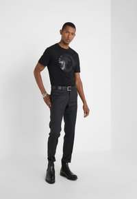 Versace Collection - GIROCOLLO REGOLARE - T-shirts print - nero - 1