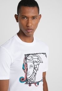 Versace Collection - FITTED - Print T-shirt - bianco - 4