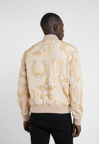 Versace Collection - CAPOSPALLA BLOUSON - Bombertakki - sabbia/stampa - 2