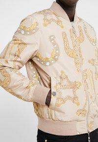 Versace Collection - CAPOSPALLA BLOUSON - Bombertakki - sabbia/stampa - 7