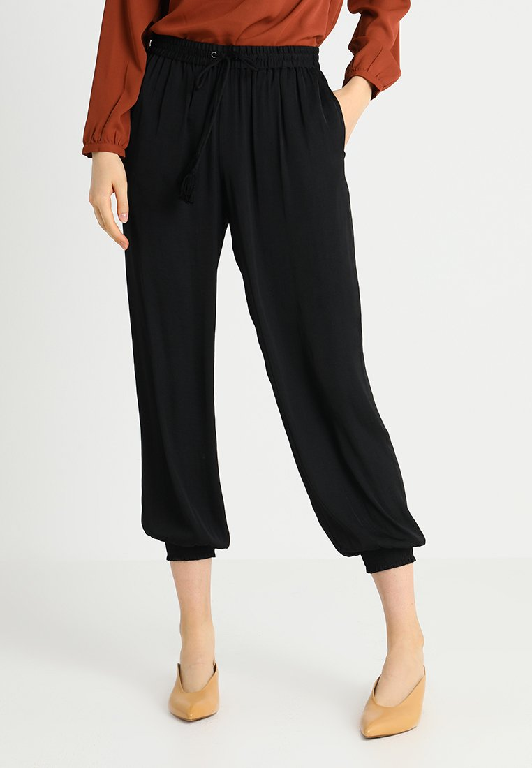 Vince Camuto - SMOCKED CUFF PULLON PANT - Kalhoty - rich black