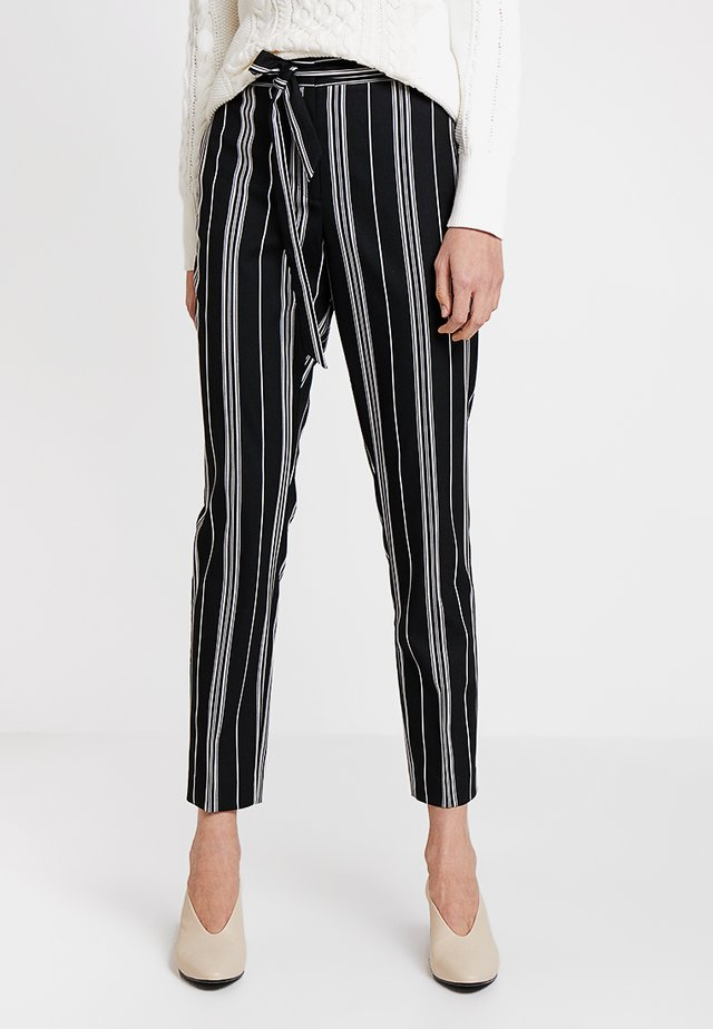 STRIPE PAPERBAG WAIST BELTED PANT - Tygbyxor - rich black