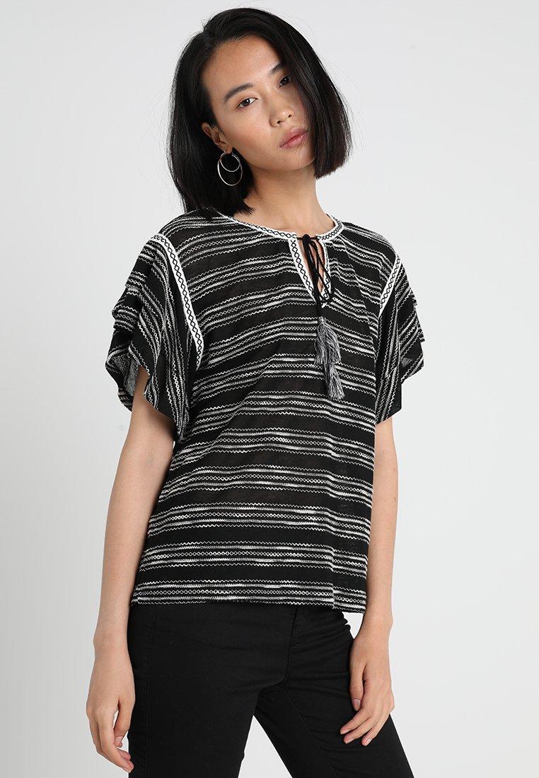 shirt Camuto Black Zigzag Vince Rich Tiered Ruffle StripeT Imprimé MLqSGUzVp