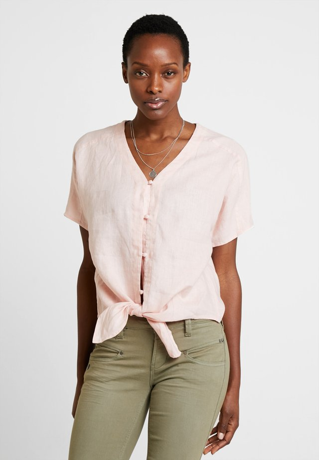 EXTEND TIE FRONT TEE - Blouse - coral buff