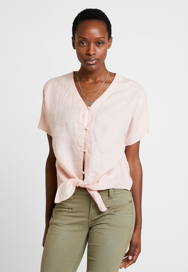 Vince Camuto - EXTEND TIE FRONT TEE - Bluse - coral buff