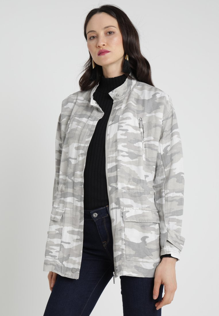 Vince Camuto - AVENUE CAMEO MILITARY - Summer jacket - midnight fog