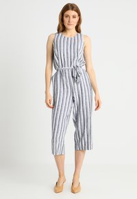 Vince Camuto - SHORE STRIPE BELTED - Jumpsuit - ultra white - 0