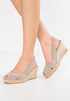 Sandály na platformě - topo