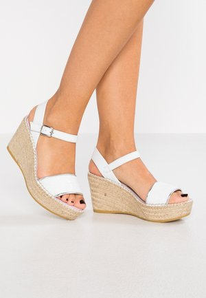 Sandály na platformě - glitter blanco