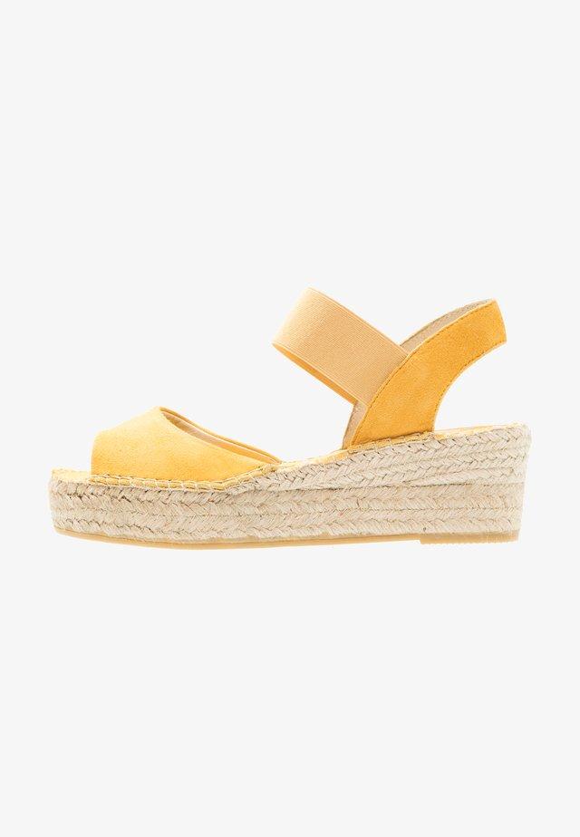 Sandalen met plateauzool - mostaza