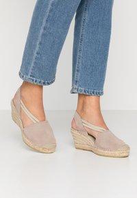 Vidorreta - Sandaletter med kilklack - piedra - 0