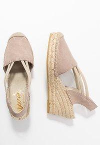 Vidorreta - Sandaletter med kilklack - piedra - 3