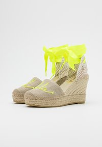 Vidorreta - High heeled sandals - lino piedra/mensaje amaril - 2