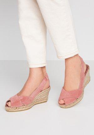 Korkeakorkoiset sandaalit - magnittaje