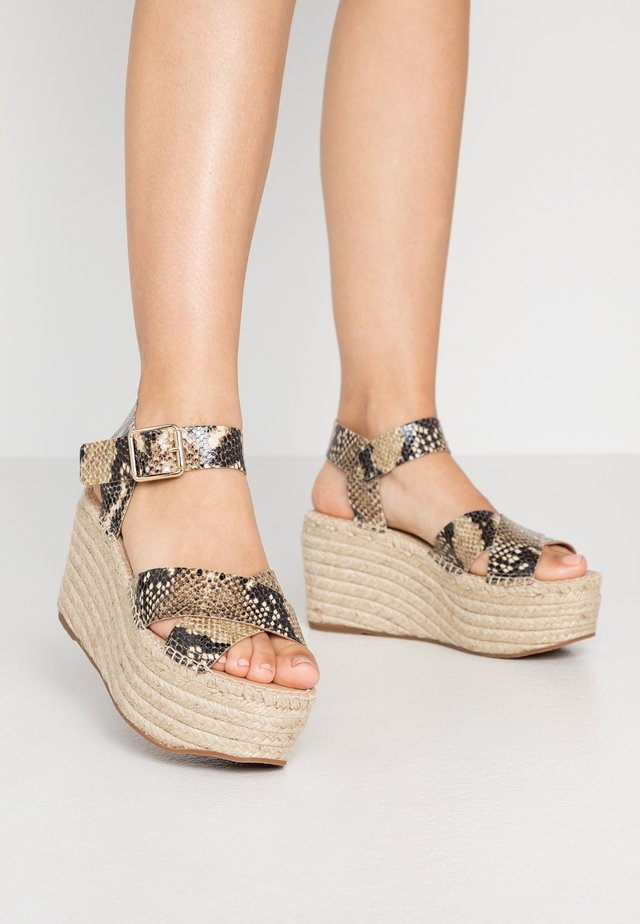 High heeled sandals - brown