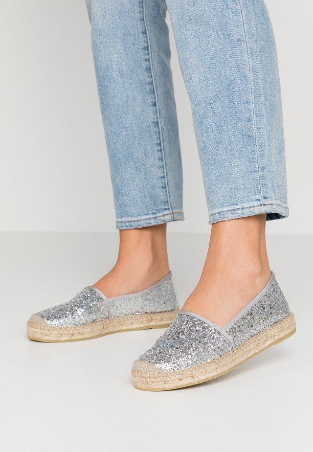 Espadrilles - glitter plata
