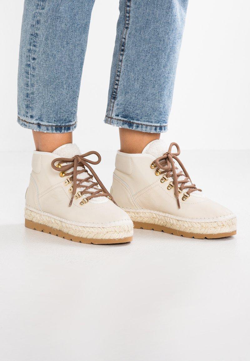 Vidorreta - Ankle Boot - crudo