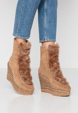 Zimní obuv - camel